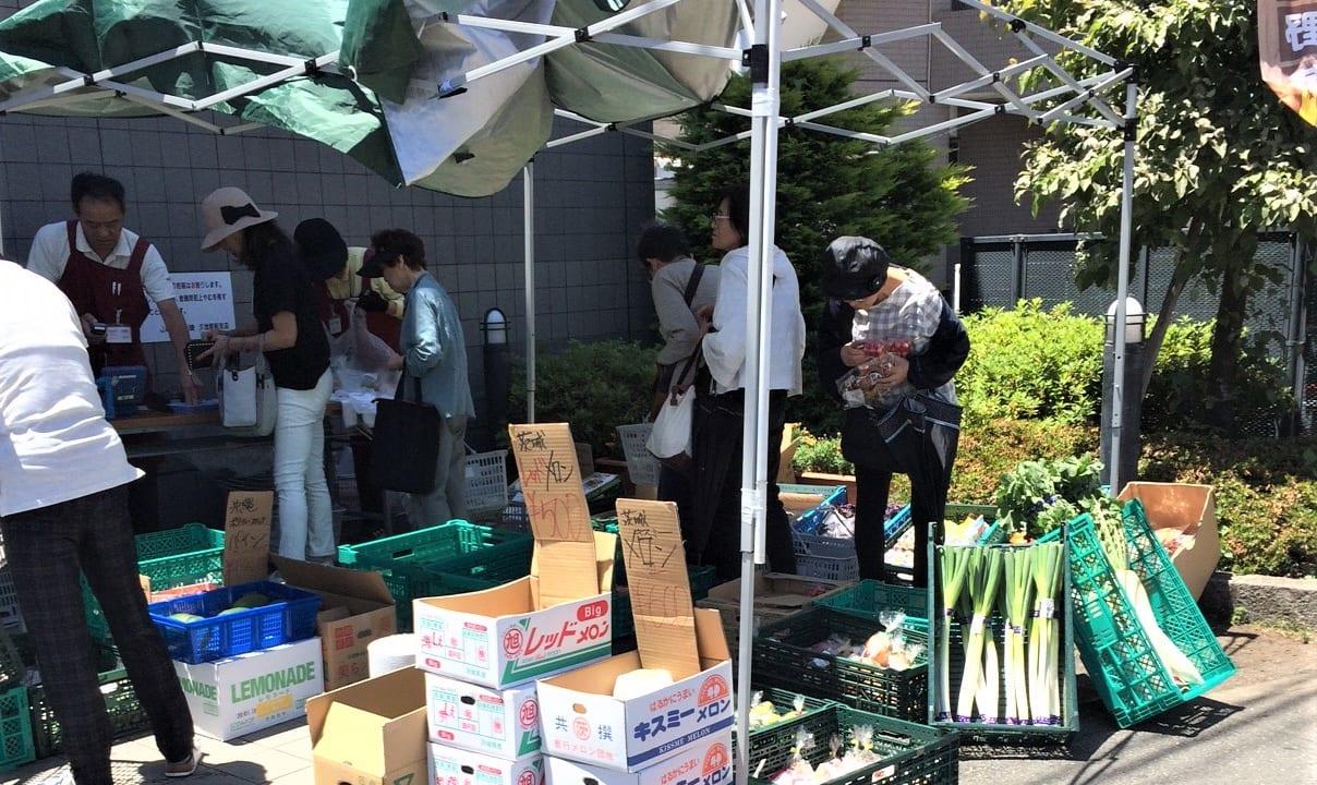 セレサ川崎久地駅前支店で野菜の出張販売